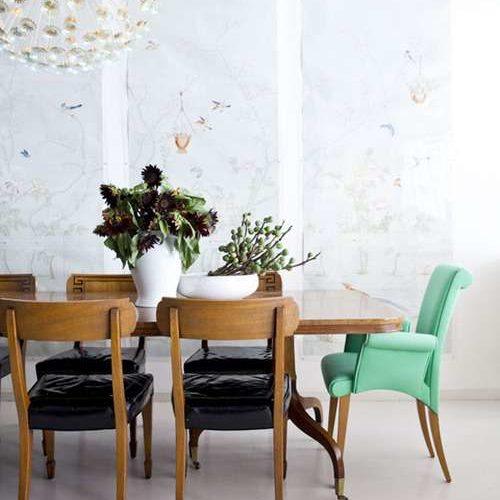 Cum sa combini modele diferite de scaune de dining la aceeasi masa