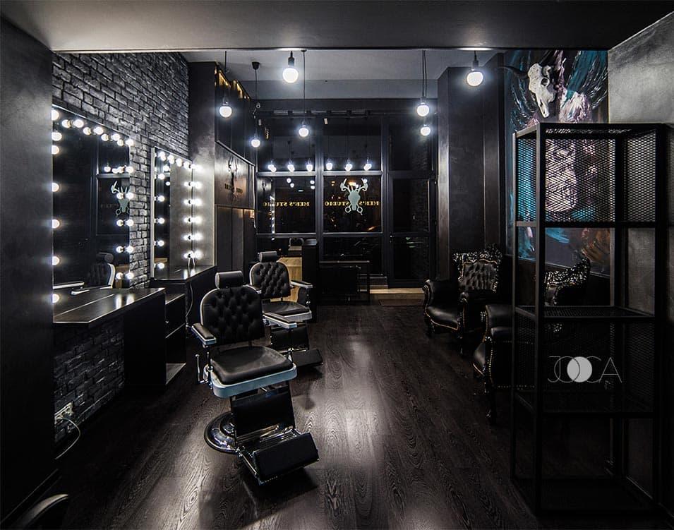 Men's Studio este un barbershop altfel, cu un aer intunecat