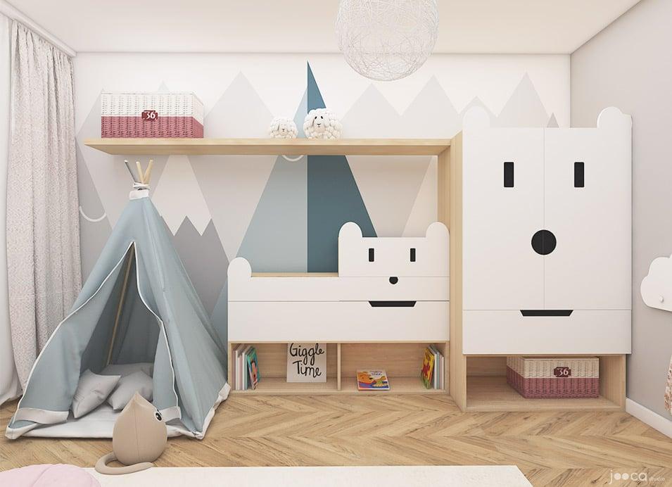 Camera fetitei contine elemente esentiale din stilul Montessori, iar atmosfera este una jucausa si luminoasa