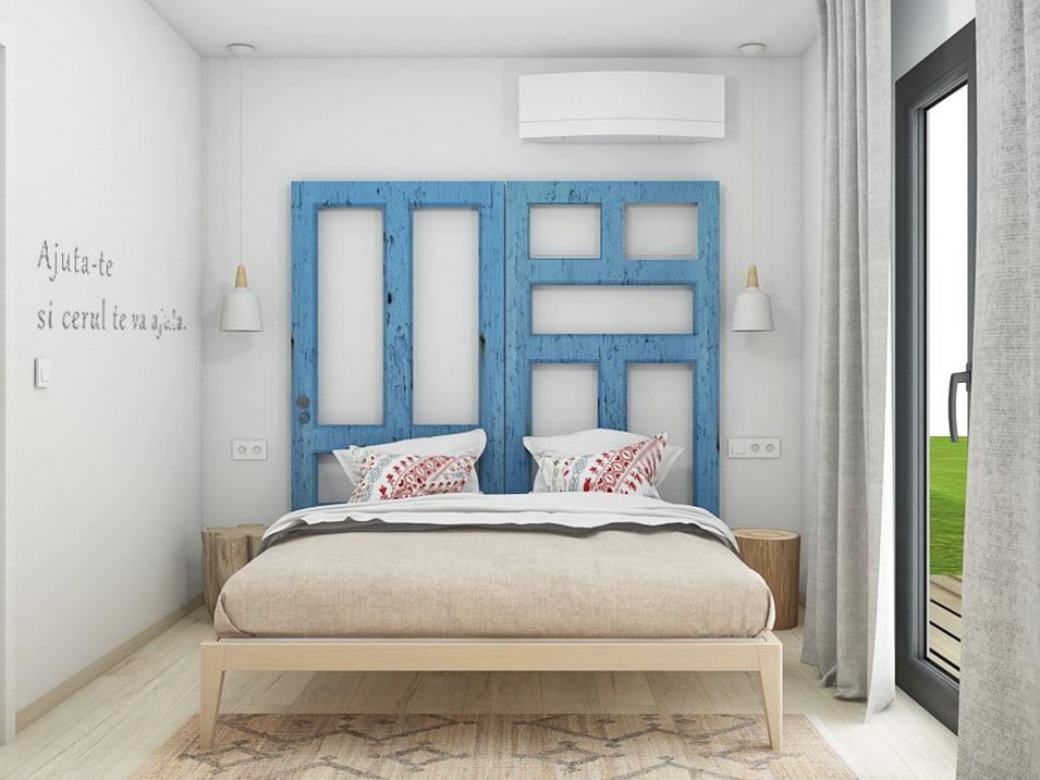 In amenajarea dormitoarelor am folosit ca tablii lucruri de-ale locului: tablii de usi vechi, covoare traditionale