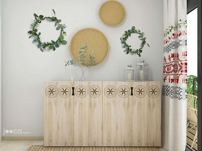 In dormitoare mobilierul de depozitare este dim lemn gravat cu motive traditionale romanesti- motivul soarellui, motivul coloanei din romburi, motivul spiralei.