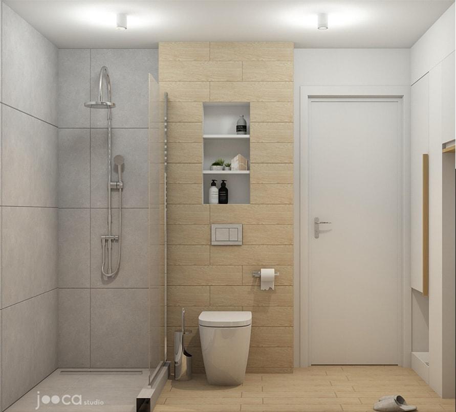 In aceasta baie am folosit un rezervor incastrat pentru vasul de wc, placat cu placi ceramice care imita lemnul. Am last o parte deschisa a parapetului, pe care beneficiarii sa o foloseasca ca si depozitare.