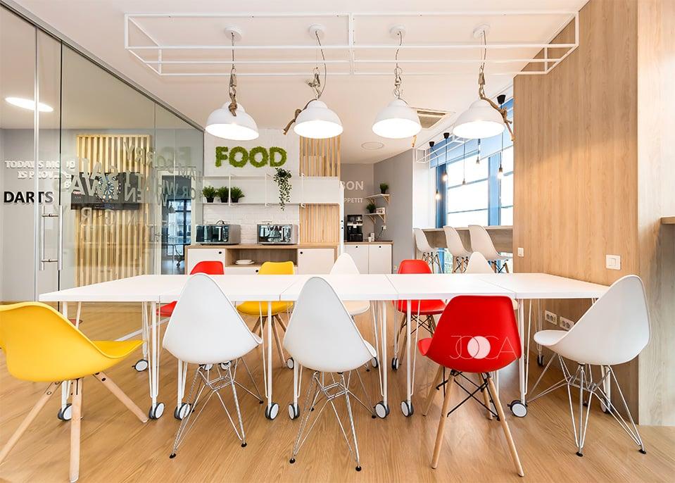 Chicienta este o zona relaxanta, cu placari de lemni si elemnete vezi combinate intr- gama cromatica foarte luminoasa