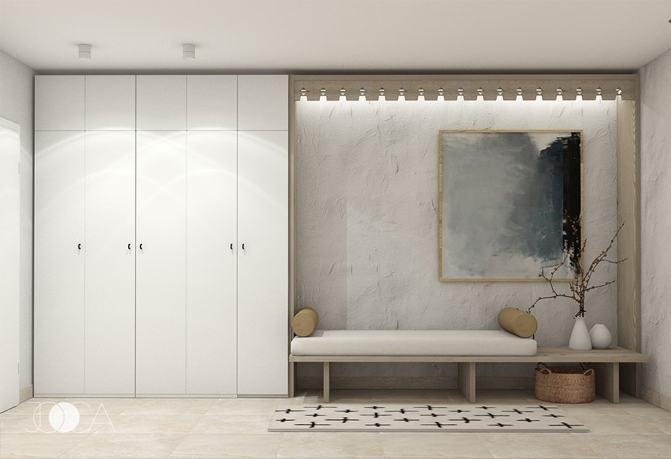 Spatiul de depozitare este simplu dar incpator. Bancuta este amplasata pe un fundal cu tencuiala decorativa rustica.