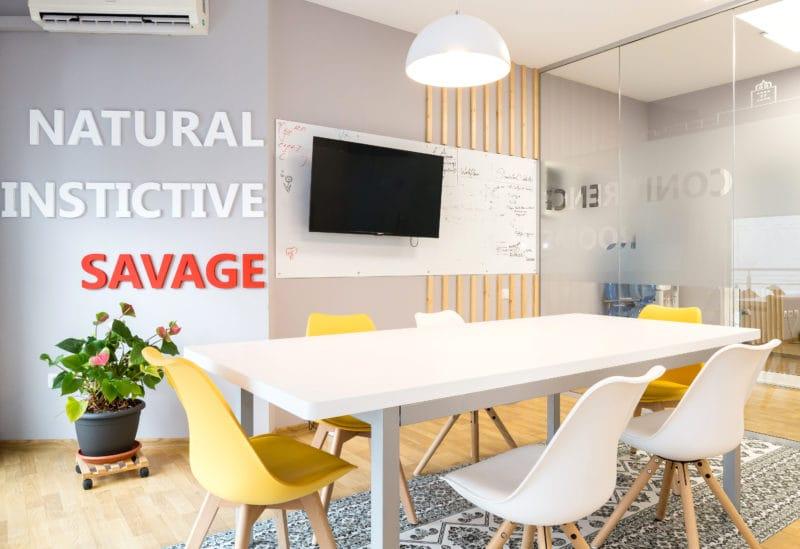 Design-ul pentru salile de conferinta ale birourilor Sparktech a fost inspirat din pattern-uri specifice pentru diverse tari ale lumii.
