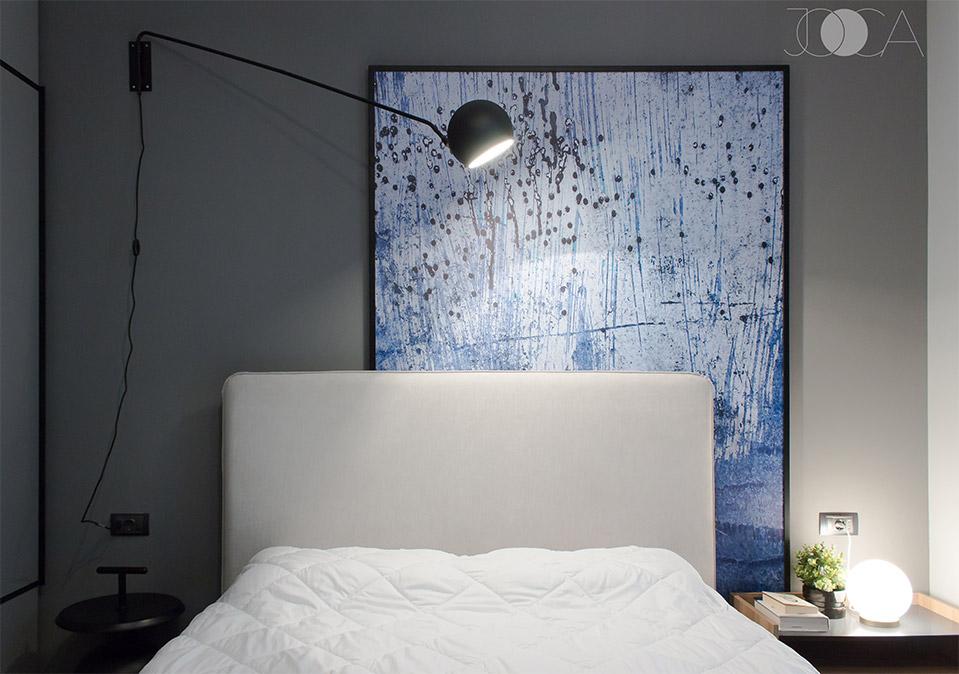 Culorile inchise si luminile de accent creeaza o stare de intimitate.