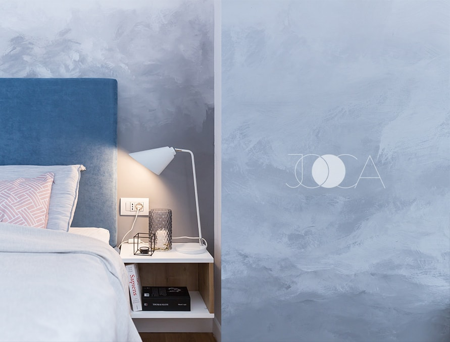 Norii din spatele tabliei patului au fost pictati de artistul plastic Hermina Stanciulescu.