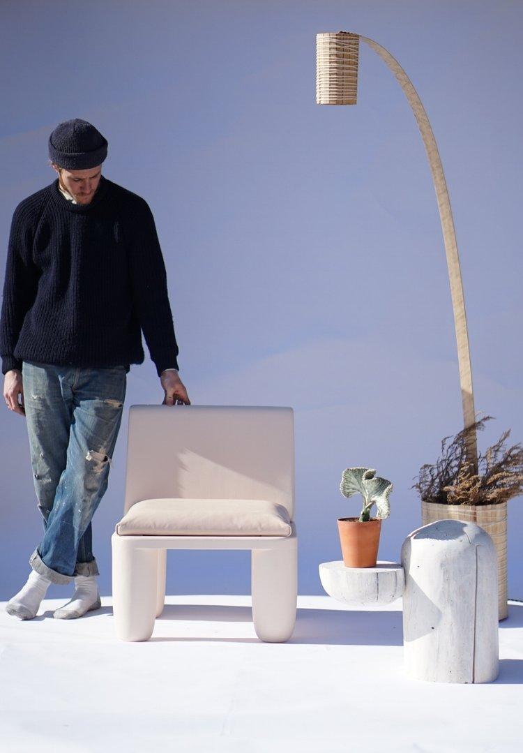Mobilierul creat de designerul american Brett Miller îmbină design-ul neotenic cu un soi de rustic.
