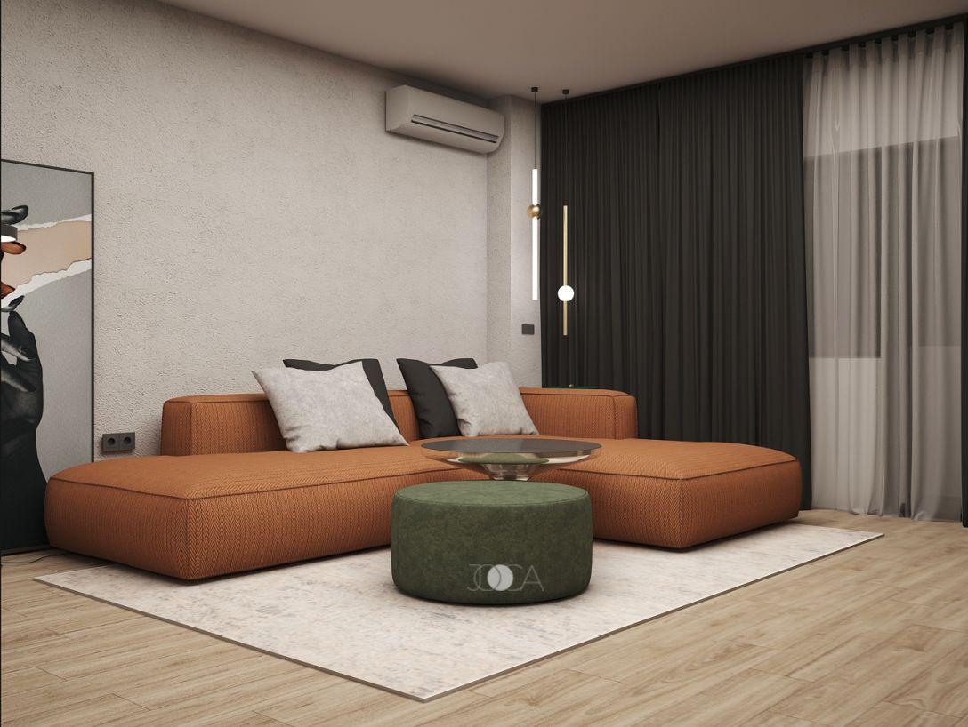 Amenajarea livingului este simpla si aerisita, piesa principala fiind canapeaua confortabila de culoare caramizie. Draperiile gri inchis creeaza un fundal contrastant care pune in valoare canapeaua.